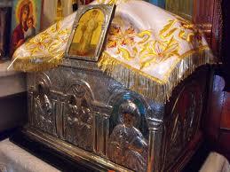 Mii de botoşăneni la moaştele Sfântului Ierarh Nectarie