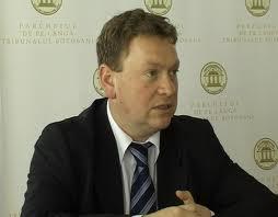 Fost prim-procuror îşi deschide birou notarial