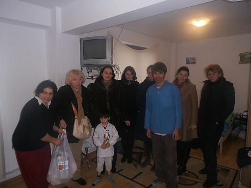 Organizaţia de Femei PDL Botoşani, alături de familiile nevoiaşe de Crăciun