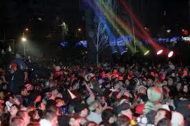 Circulaţie închisă de Revelionul petrecut în stradă