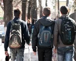 81 de elevi au pierdut banii de liceu