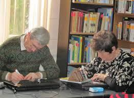 Seniori, şcoliţi în calculatoare şi engleză