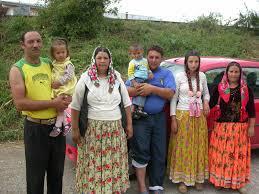 """Fermierii romi, """"tratament"""" special la acordarea de subvenţii"""