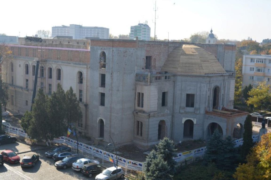 Teatrul Eminescu se face în doi ani