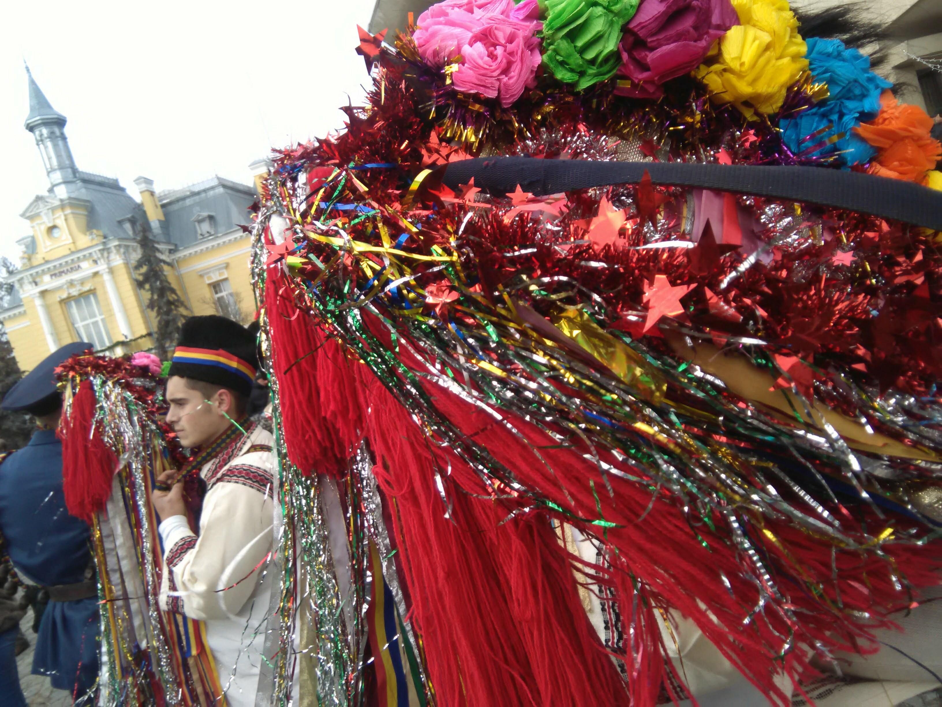 Paradă a datinilor și obiceiurilor pe străzile din municipiul Botoșani