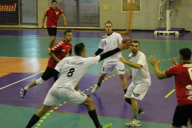 CSM Botosani incheie anul cu o victorie meritata cu Targoviste . Jucator luat cu ambulanta .