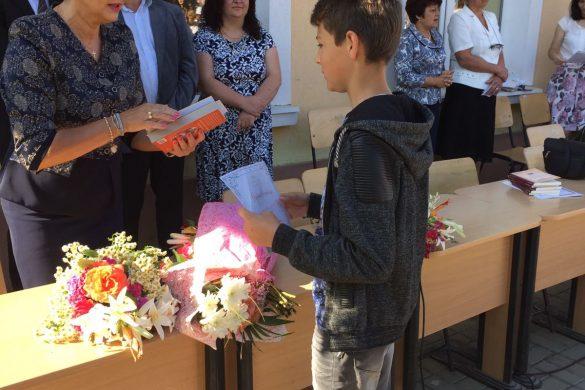 POLITICADeputatul PSD Tamara Ciofu premiază cei mai buni elevi din Botoșani pentru al cincelea an consecutiv