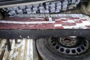 EVENIMENTŢigarete de contrabandă ascunse pe rezervorul unui autoturism