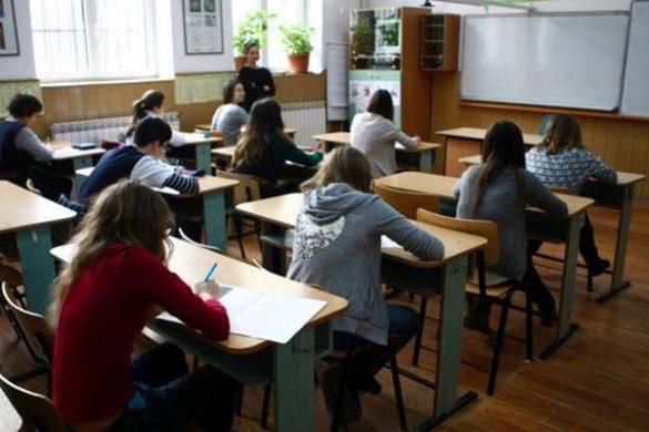 EDUCATIE70 de elevi au absentat la BAC, doi au fost prinși copiind