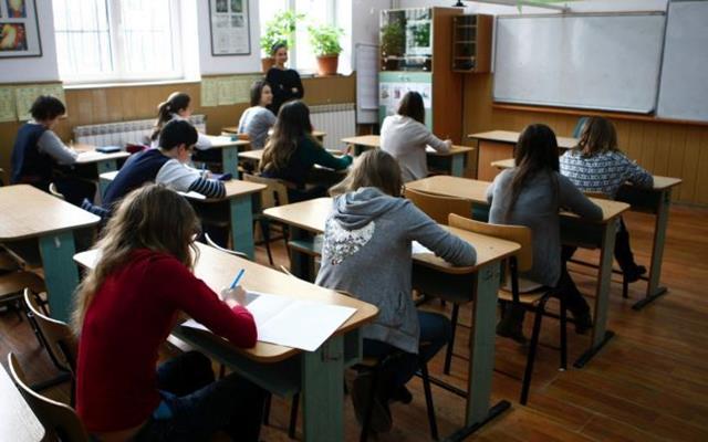 EDUCATIEPeste 144.000 de absolvenţi de clasa a VIII-a sunt înscrişi la Evaluarea Naţională,  examenul fiind organizat în peste 4.000 de centre