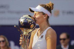 """SPORT - TENIS""""Dublă"""" istorică pentru Irina Begu, la BRD Bucharest Open. A câştigat şi titlul la simplu, şi la dublu"""