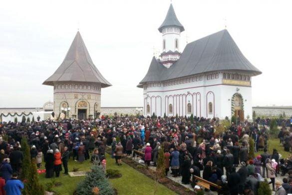 EVENIMENTAstăzi, se sfințește Altarul de Vară al mănăstirii Zosin
