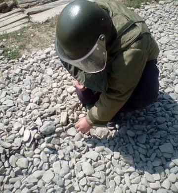 EVENIMENTGrenadă de mână defensiva descoperită pe un drum comunal din satul Buda