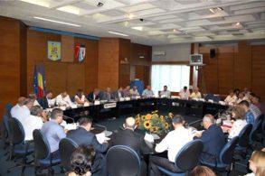 ADMINISTRATIEŞedinţa la CJ pentru soluţionarea problemelor apărute în implementarea proiectului de apă şi canalizare în judeţ