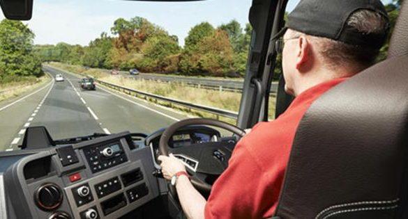 ADMINISTRATIESe modifică Codul Rutier. Amenzi de 1.200 lei pentru conducerea unui vehicul cu probleme la lumini sau claxon