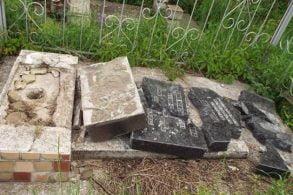 EVENIMENTMorminte și monumente funerare vandalizate în cimitirul Eternitatea