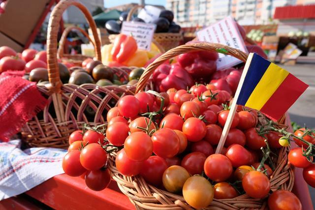 AGRICULTURĂS-a deschis târgul produselor tradiţionale româneşti   -VIDEO