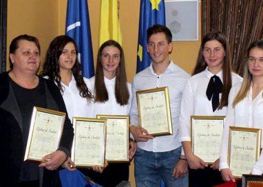 ADMINISTRATIECanotorii de aur ai Botoșaniului au fost premiați la primărie