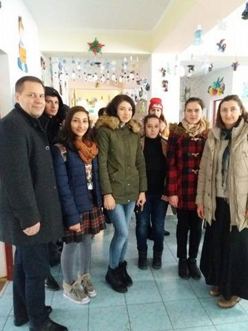 """EVENIMENTAjutoarele lui Moş Nicolae au ajuns la  Centrul """"Sf. Mina"""" Botoşani"""