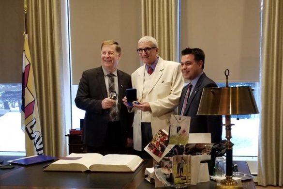ADMINISTRATIEBotoșănean medaliat la Laval. Primarul Cătălin Flutur a primit de asemenea insigna de aur și drapelul orașului Laval