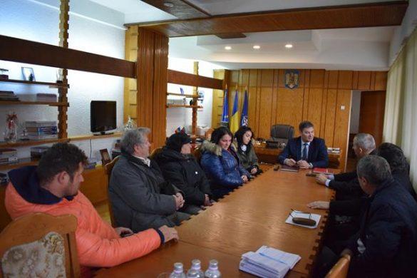ADMINISTRATIEÎntâlnire convocată de prefect cu proprietarii din blocul afectat de explozie şi reprezentanţii Delgaz Grid şi ai proiectantului