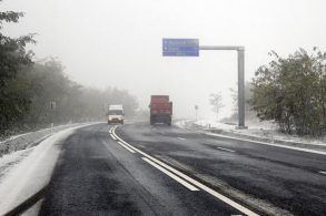 EVENIMENTSe circulă în condiții de iarnă pe drumurile din judeţul Botoșani