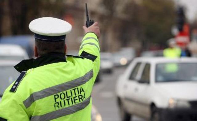 EVENIMENTZeci de amenzi și permise reținute de către polițiști