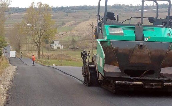 ADMINISTRATIECovoare asfaltice pe drumurile Vorona-Poiana și Dumenii-Cordăreni