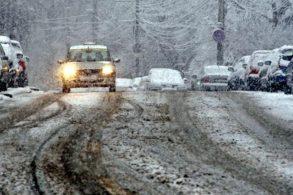 ADMINISTRATIESe circulă în condiţii de iarnă pe drumurile naţionale şi judeţene