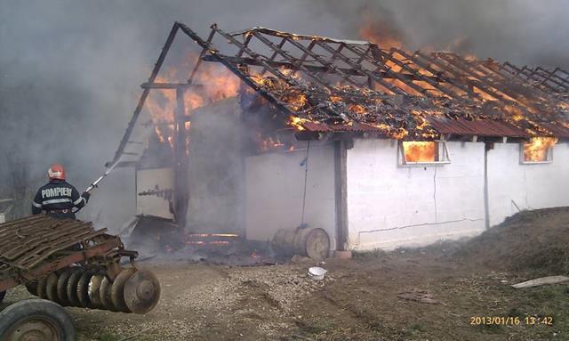 EVENIMENTBărbat de 66 de ani mort într-un incendiu care i-a cuprins locuinţa