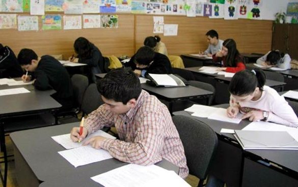 """EDUCATIEOlimpiada naţională de argumentare, dezbatere și gândire critică """"Tinerii dezbat"""""""
