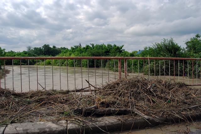 ATENTIE !!!Cod galben de inundaţii pentru râurile Bașeu și Jijia