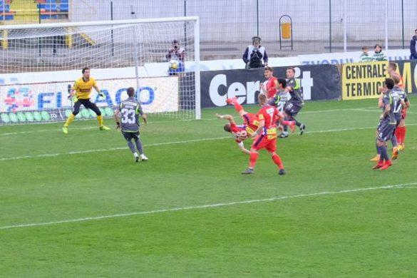 SPORT- FOTBALFC BOTOSANI – DINAMO BUCURESTI   0-1.    La finalul partidei spectatorii au cerut demisia antrenorului