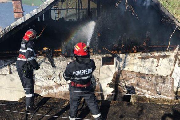 EVENIMENTA ajuns la spital cu atac de panică după ce și-a văzut o parte din bunuri cuprinse  de flăcări