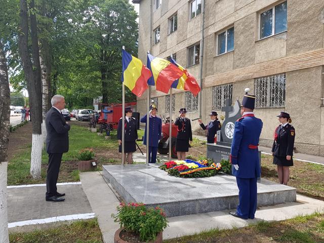 EVENIMENTTroiță înălțată în memoria eroilor pompieri din Botoșani
